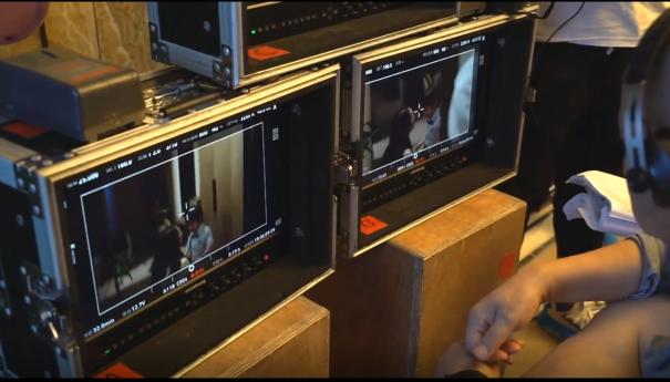 尊正监视器拍顾佳安慰儿子的镜头